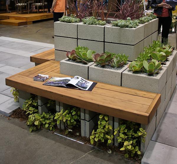 Met open betonblokken kun je heel leuke tuinmeubelen maken.