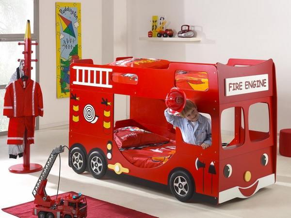 Met MDF platen kun je dit model brandweerwagen als kinderbed maken.