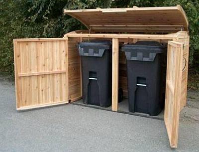 Kliko kast van steigerhout voor de opslag van twee kunststof containers voor gft afval.