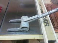 Met dit eenvoudige gereedschap kun je gamakkelijk een pallet demonteren.