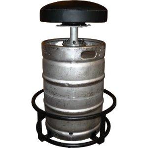 Recycling van biervaten als barkruk of urinoir, veel manieren om een biervat opnieuw te gebruiken.