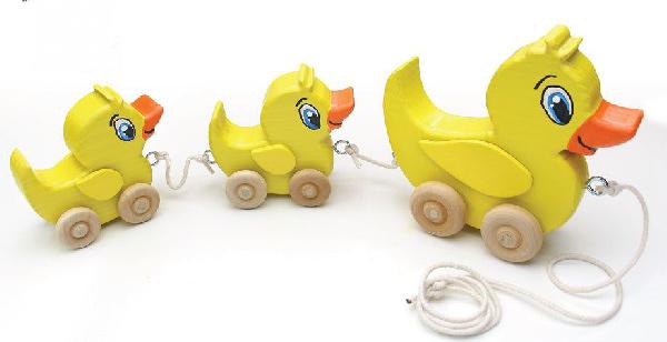 Houten Speelgoed Keuken Zelf Maken : Houten speelgoed eend aan een touwtje.