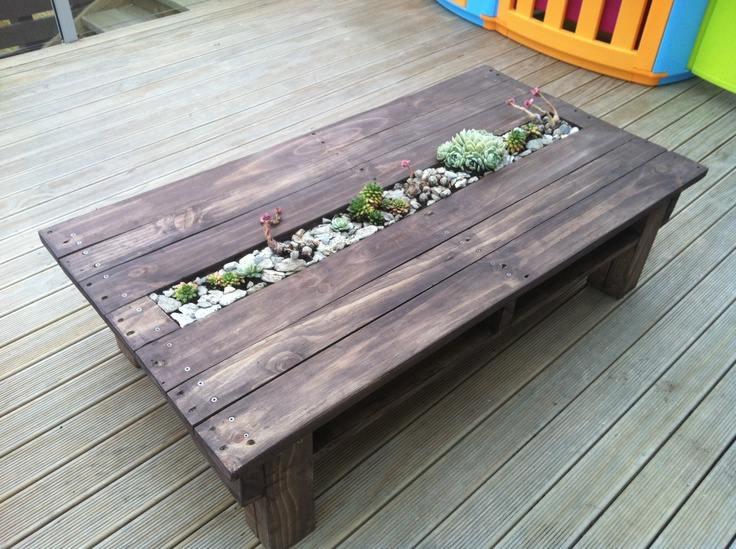 Plantenbak tafel, plantjes en flessenkoeling het tafelblad