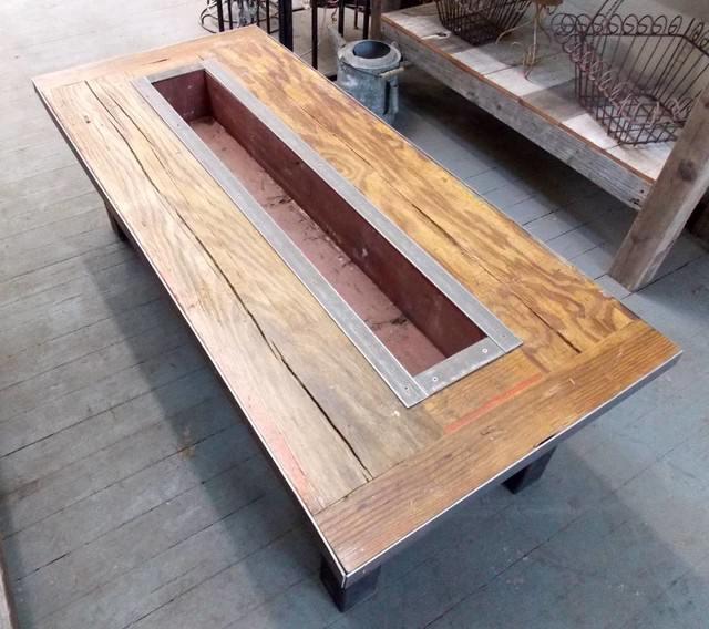 Plantenbak tafel plantjes en flessenkoeling het tafelblad for Zelf tuintafel maken van steigerhout