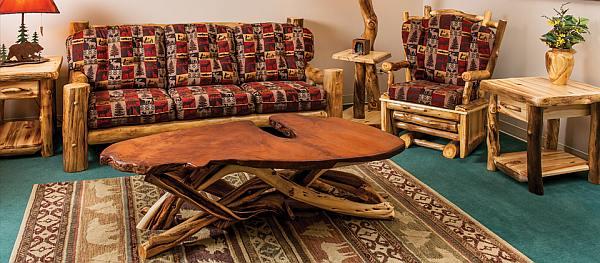 Zelf meubels maken van takken en boomstronken, compleet interieur.