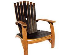 Adirondack stoel gemaakt van een wijnvat.
