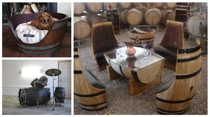 Hondenmand- drumstel en stoelen met tafel van wijnvaten.