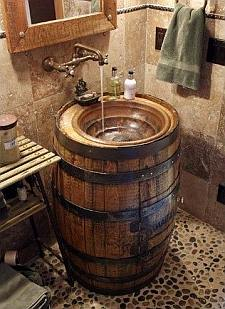 Wijnvaten kun je ook hergebruiken als wasbakje.