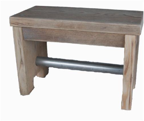 Sterk trapje - opstapje van steigerplanken en gegalvaniseerde metalen buis.