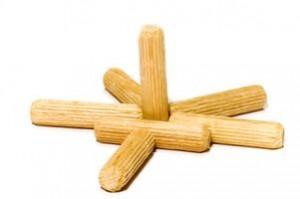 Ronde houten pennen voor houtverbindingen.