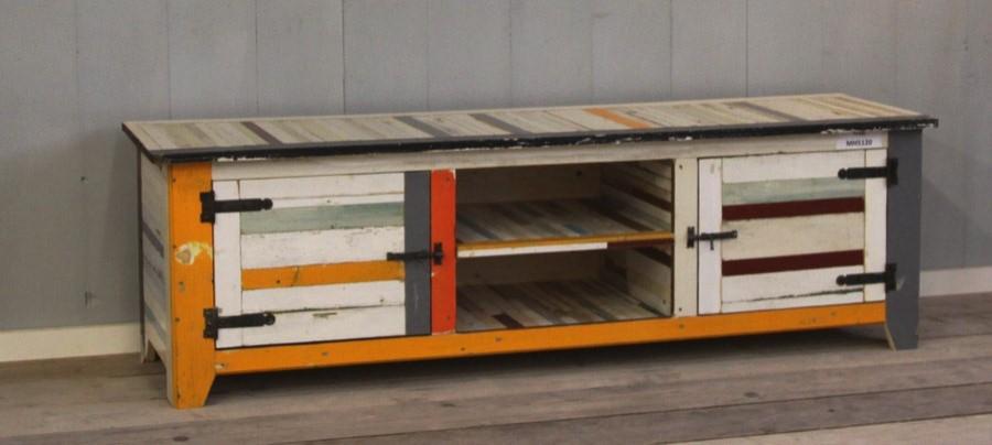 Tv kast van sloophout maak zelf een televisiekast van oude planken - Planken maken in een kast ...