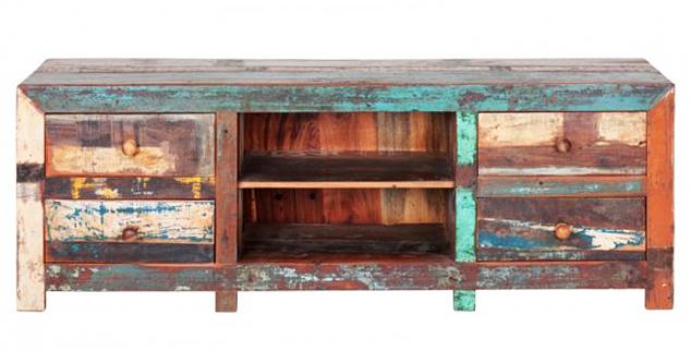 Oude teakhouten planken gerecycled als trendy tv meubel.