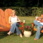 Adirondack tuinbankje en bijbehorende tuinstoel.