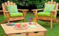 Maak deze tuinstoel en het tafeltje van pallets of steigerplanken.