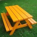 Voor kinderen, een kleine picknicktafel om zelf te maken.