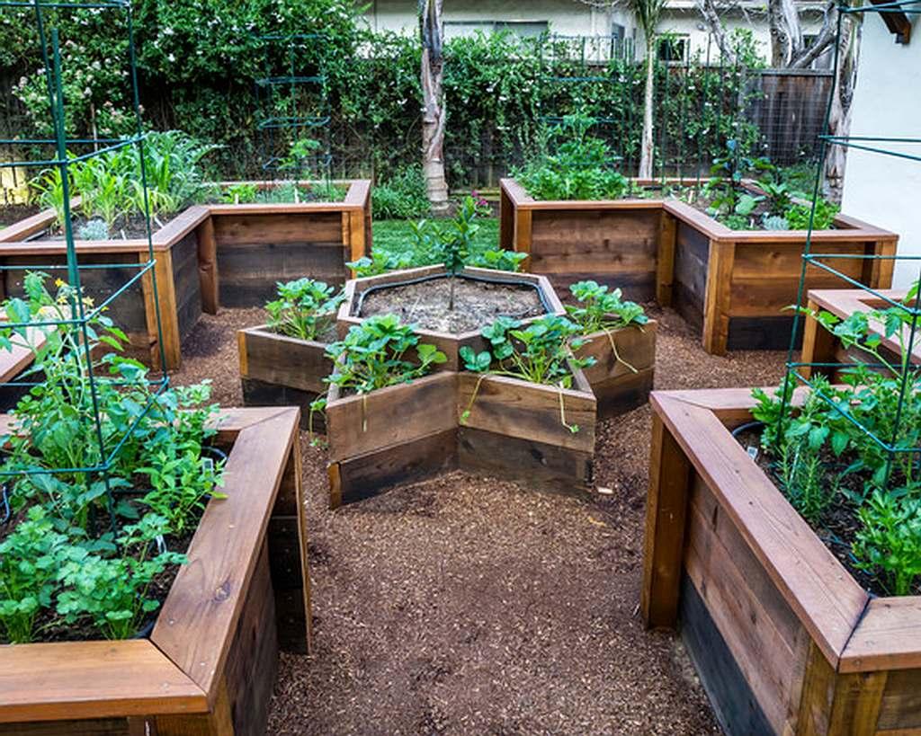 Plantenbak voor buiten, verhoogde tuinen en bloembak van steigerhout.