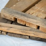 Panelen maken voor de houten hondenmand.