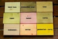 Houtkleuren met natuurlijke kleurstoffen koffie thee bieten geelwortel staalwol en azijn.