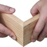 Met deuvels kunnen in verstek gezaagde planken aan elkaar worden verbonden.