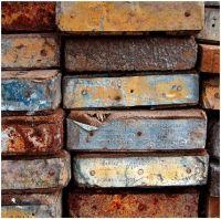 Je kunt niet al het oude hout gebruiken door ijzer en scheuren aan de kopse kant.