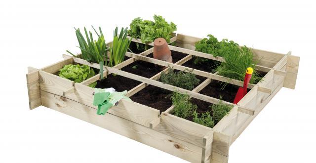 Minituin van steigerhout, plantenbak om zelf te maken.