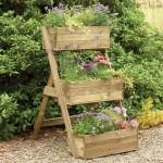 Plantenbak met drie etages gemaakt van pallethout.