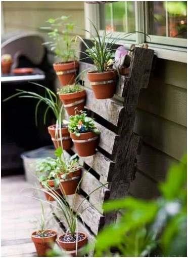Hangtuin om zelf te maken van pallets en potten - Maak een hoofdbord aan ...