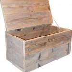 Mooie zelfgemaakte kist van steigerhout naar het model van de gratis bouwtekening.