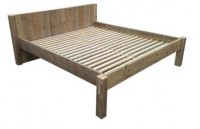 Tweepersoonsbed van steigerhout om zelf te maken.