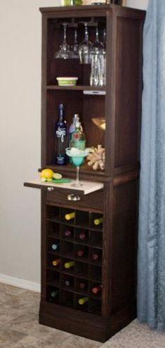 Wijnkast doe het zelf eindresultaat, wijncabinet met ruimte voor glazen.