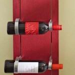 Wijnrek maken met oude planken en goedkope klemmen van een regenpijp.