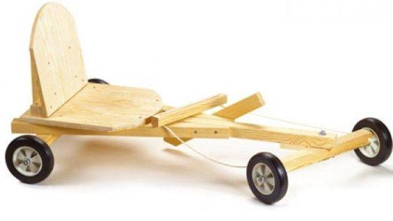 Zelf een speelgoedauto bouwen, zeepkistenauto van steigerhout.